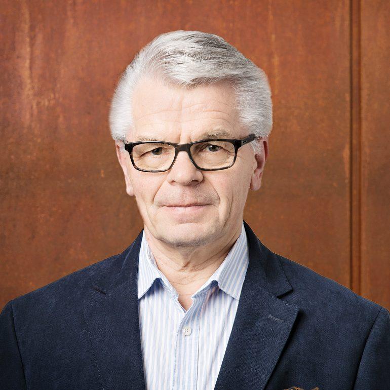 Kimmo Pyykkö -taidemuseon opas Hannu Kylä-Laaso.