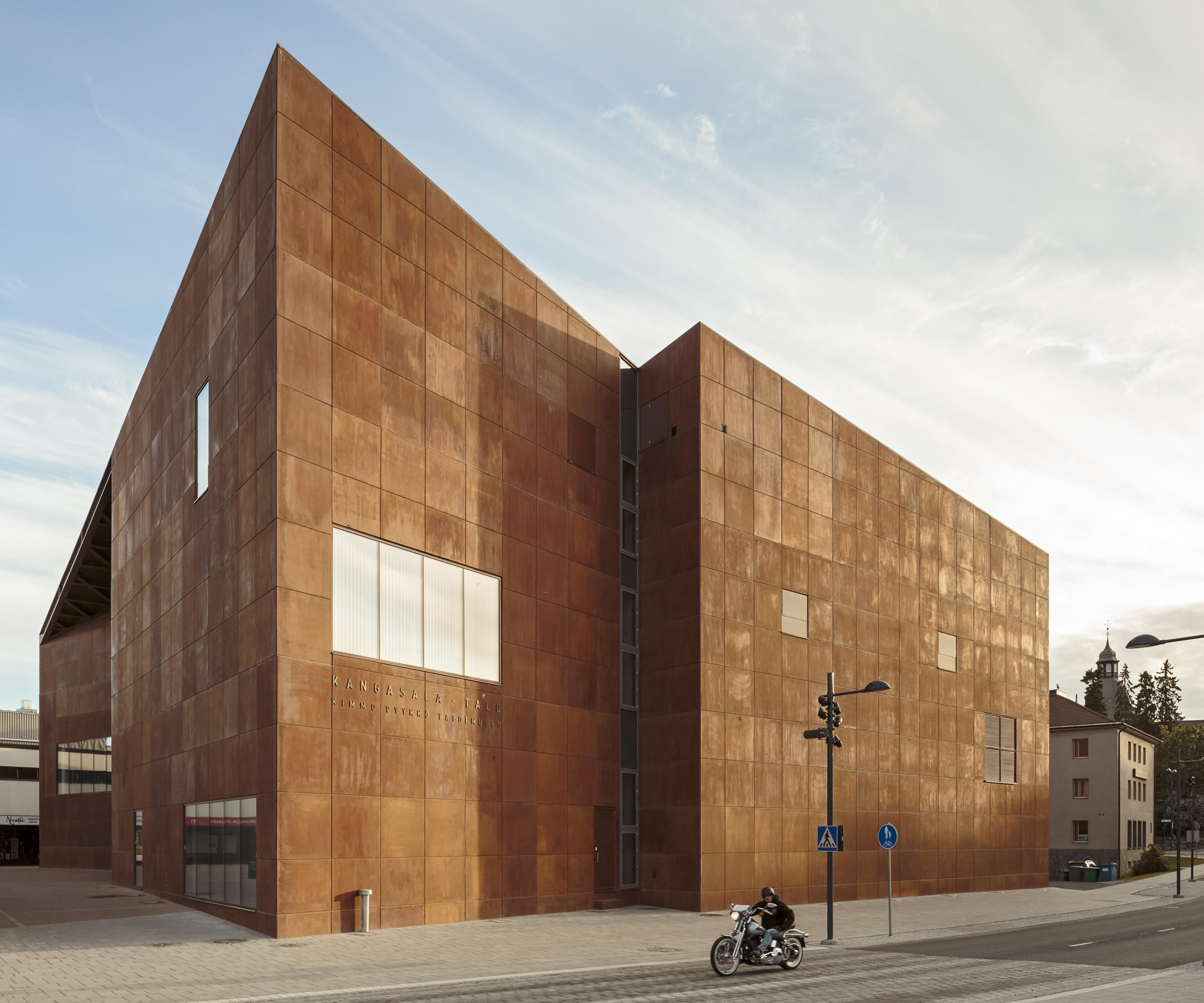 Kangasala-talo on Arkkitehtuuritoimisto Heikkinen-Komosen suunnittelema kulttuurikeskus Kangasalan keskustassa.