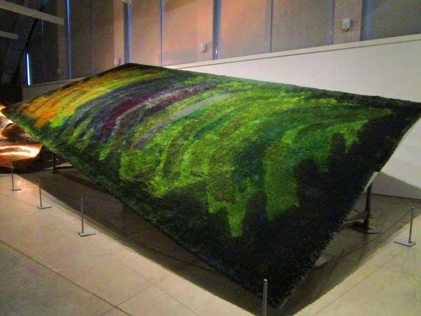 Taidehistorioitsija Minna Polus luennoi rakastetun taiteilijan Hugo Simbergin taiteilijatyttärestä Uhra Simberg-Ehrströmistä Kimmo Pyykkö -taidemuseossa.