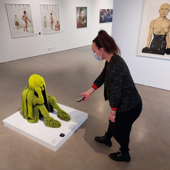Naisten kuvia -näyttelyn ääniopastus avaa uusia tulkintoja taiteen katsomiseen